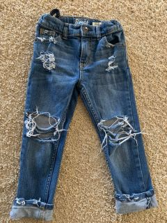 Adorable destroyed jeans size 4T