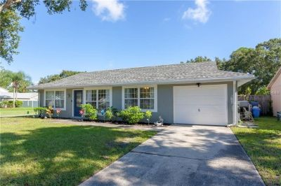 Wonderful 3/2 home plus den/office located on an oversized corner lot.