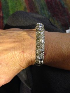 Gorgeous silver-tone sparkly bangle. Swap only.