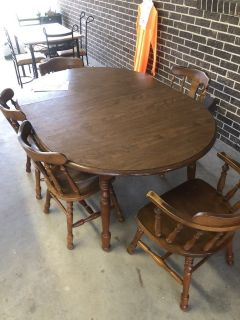 Dinning Room Table w/ 5 Chairs