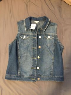 NWT size small ladies jean vest.