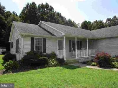 22021 Hackney Cir Lincoln Three BR, R-10625 This home has just