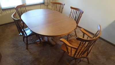 """Dining Table and 5 chairs 44"""" Round with 2 leaves"""