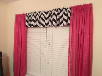 Super cute girls bedroom w MANY more accessories