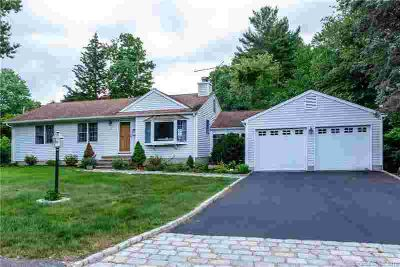 37 Smith Place Trumbull Three BR, How to live easy with style!