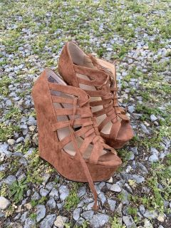 Brown suede-like women s platforms size 5.5