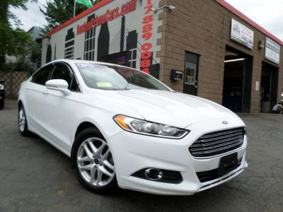 2016 Ford Fusion 4dr Sdn SE FWD (Oxford White)