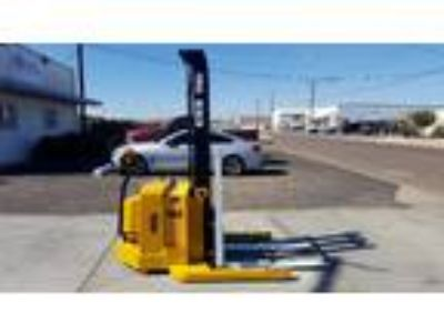 2005 Electric Yale MSW040SEN24TV087 Electric Walkie Straddle Stacker