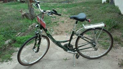 """Ladies Specialized bicycle """"Crossroads """" - large - 24 speed"""