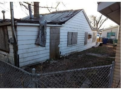 2 Bed 1 Bath Foreclosure Property in Oak Lawn, IL 60453 - Meade Ave Aka 9527 Meade Ave