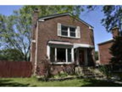 Cute 2 BR, 2 BA single-family home Georgian on tree-lined street!