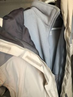 Size medium North face jacket for girls about 10 to 14