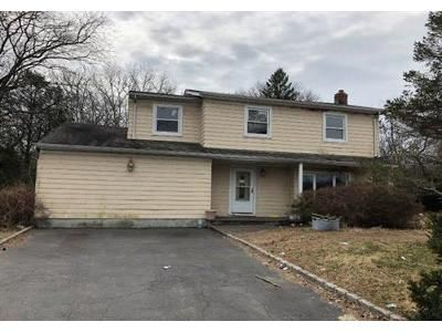 6 Bed 4 Bath Foreclosure Property in Bay Shore, NY 11706 - Wisconsin Ave