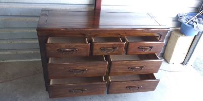 Solid wood 7 drawers dresser in good condition