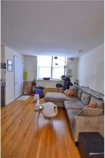 Spacious 1 bedroom in UK Village! In-unit washer/dryer, hardwood flours, central AC. Pets ok