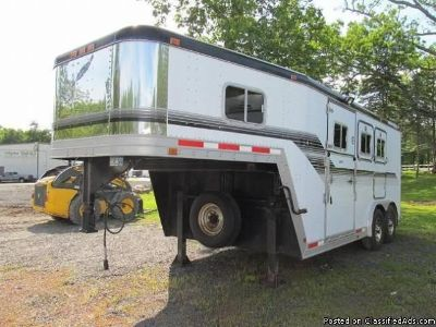 1994 Featherlite 3 horse trailer Side and Rear Ramp