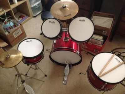 Youth drum set by Mendini. 4 drums, 1 bass, 2 cymbals. Plus stool.