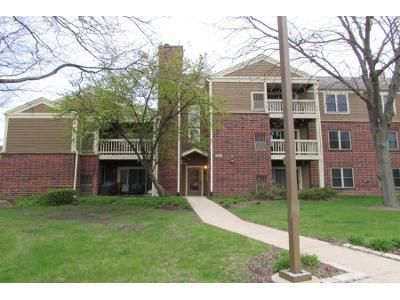 2 Bed 2.0 Bath Preforeclosure Property in Bloomingdale, IL 60108 - Glengarry Dr Apt 10-104