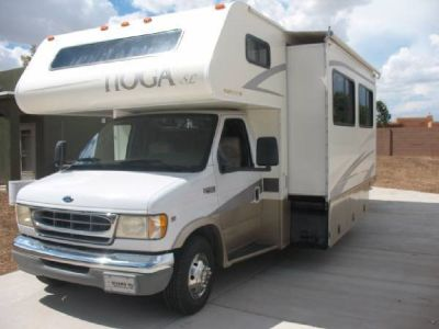 By Owner! 2001 31 ft. Fleetwood Tioga w/slide
