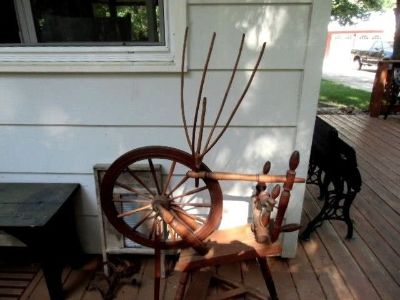 antique spinning wheel with movable yarn winder 14 spoke wooden