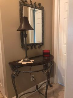 ***MOVING MUST SELL*** Foyer Table w/Mirror