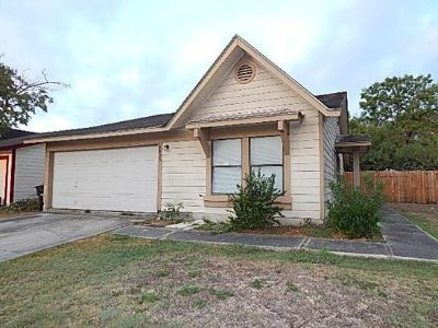 $800, 3br, Expansive 3bedroom,2 bathroom Available now