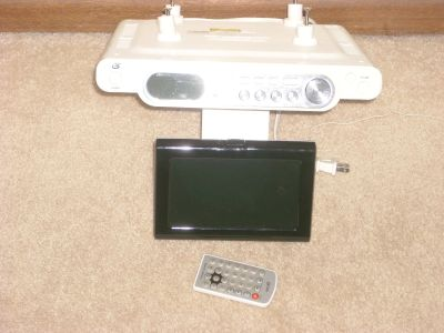GPX UNDER-CABINET LCD TV