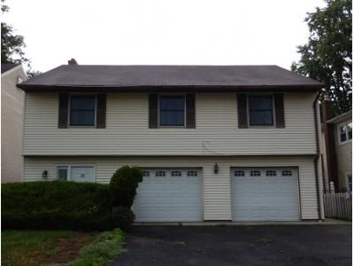 3 Bed 2 Bath Preforeclosure Property in Bergenfield, NJ 07621 - Spring Ave
