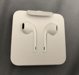 new Apple headphones with adapter for iPhones