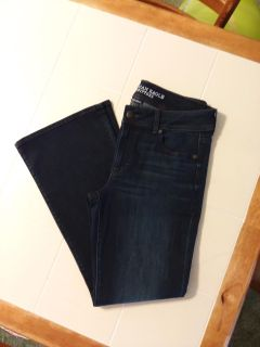 New Women's size 14 short. American Eagle kick boot jeans New swip pic to see back