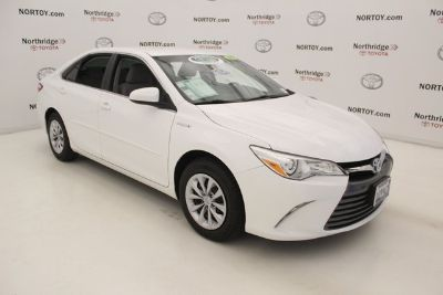 2017 Toyota Camry Hybrid LE (White)