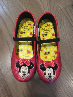 Adorable Minnie Mouse sparkly shoes