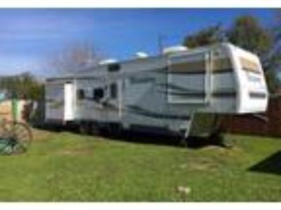 2005 Fleetwood Triumph 5th Wheel in Lincoln, CA