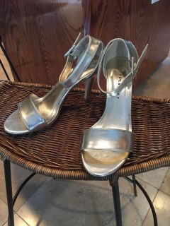 Beautiful formal shoes. Great for prom or wedding. EUC. Size 8. $10.