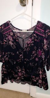 really cute boutique floral shirt size medium
