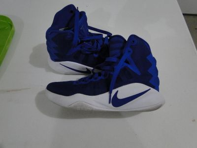 GIRLS BBALL SHOES