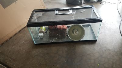 Reptile tank with accessories. (30 x 12)