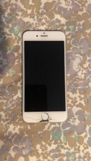 iPhone 6 PRICE IS NEGOTIABLE