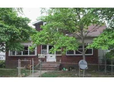 4 Bed 1 Bath Foreclosure Property in Marcus Hook, PA 19061 - Price St