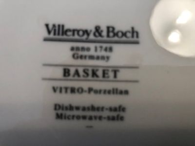 VILLERY AND BOCH 'BASKET PATTERN' SERVICE FOR 12