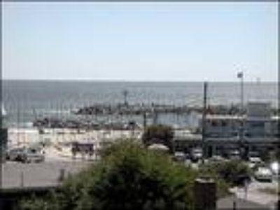 Santa Cruz, Harbor Wonder 161 6th Ave Yacht Harbor
