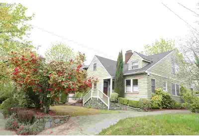 2229 NE Weidler St Portland, Great income and super location