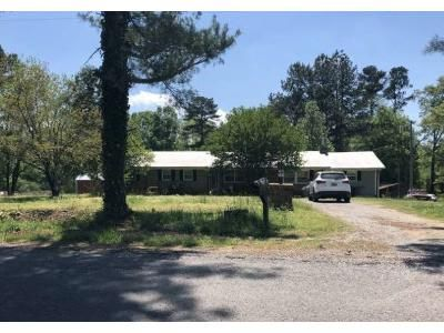 3 Bed 1 Bath Foreclosure Property in Vinemont, AL 35179 - County Road 1492