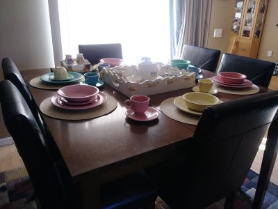 6 seater wood dining room set. ( dishes and assesories on the picture not included)