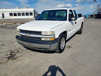 2002 Chevrolet Silverado 1500 Base (White)