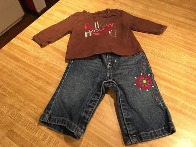 Babygap 5 pocket embroidered jeans and cute graphic t like new