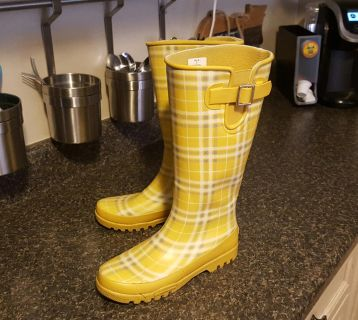 """""""SPERRY"""" YELLOW/ GREY PLAID RAIN BOOTS (7/...EXCELLENT CONDITION & SUPER CUTE!!"""