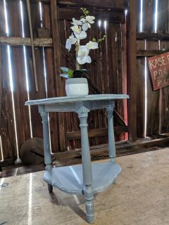 Sturdy 2-Tiered Table