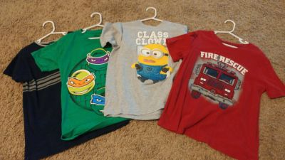 Lot of 4 t-shirts, size 7 small