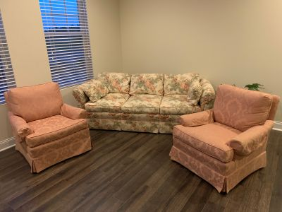 Like new: vintage sofa and chairs